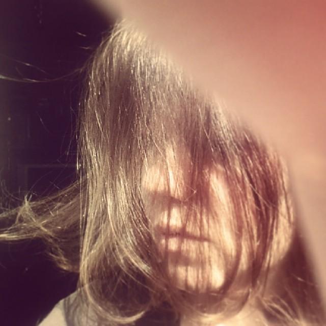 "Unicul meu selfie, publicat cu legenda ""No pics, please"" :))"